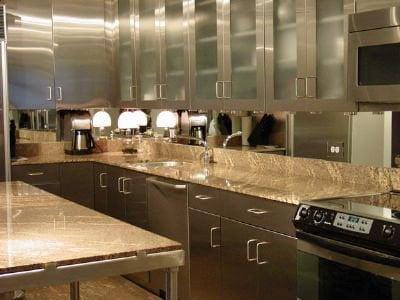 Kitchen backsplash clear mirror uid12120081235192 glassworks for Mirror kitchen backsplash